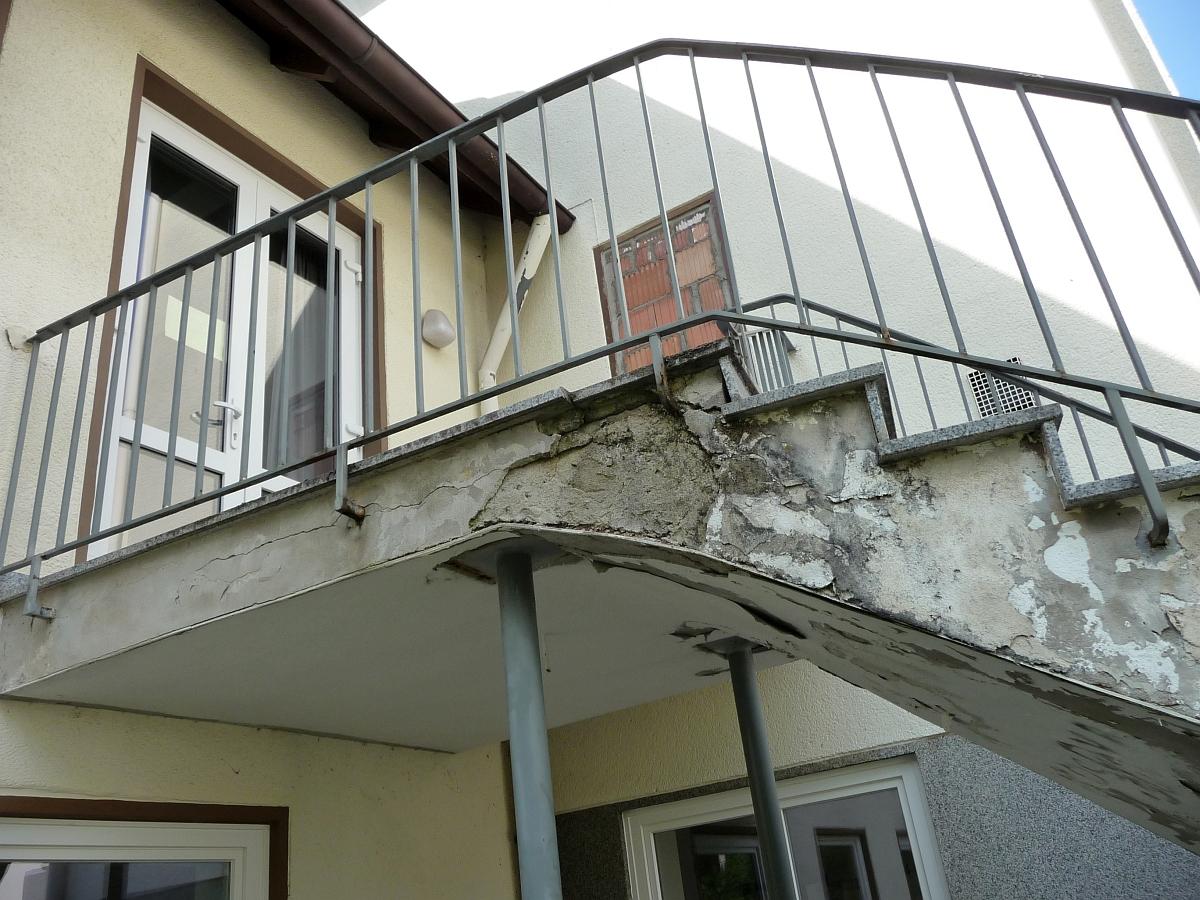 Die Betonwendeltreppe vom Hof der Kita zum Gemeindesaal hätte man 1991 für 12.000 DM durch eine Stahltreppe ersetzen können