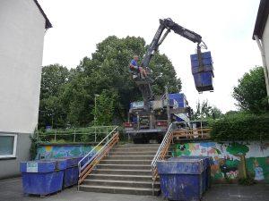 Nachdem Container bereitgestellt waren, konnte der Abriss beginnen