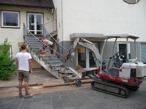 Das Geländer wurde mit einer Flex abgeschnitten