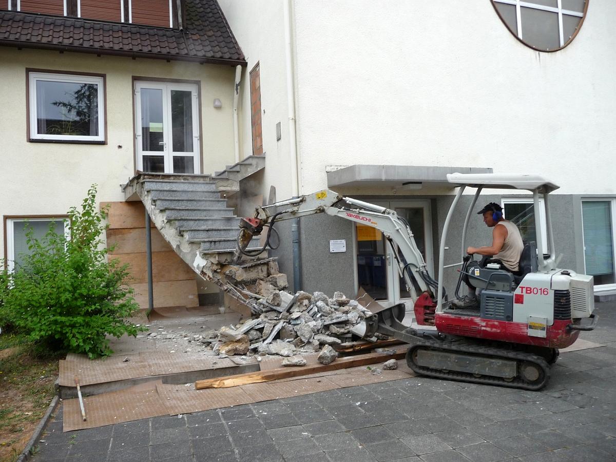 Die Treppenstufen konnten mit einem Pressluftmeißel zerkleinert werden
