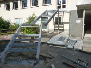 Hier fehlten noch einige Stufen, Podeste und das Geländer