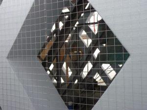 Ein feines Netz aus Edelstahl schützt den Innenraum vor der Verunreinigung durch Vögel