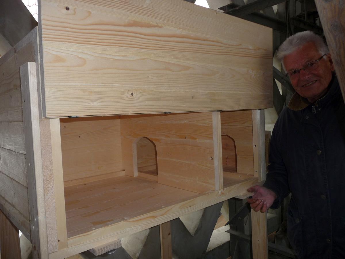 """Im Glockenturm wurde sogar eine """"Zweizimmerwohnung"""" aus Holz für Eulen eingebaut"""