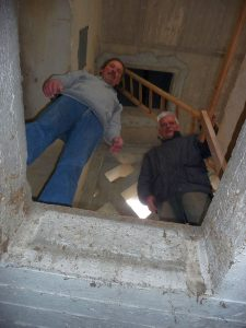 Denn die Dachluke war ebenfalls nur ganz genau 60 cm breit