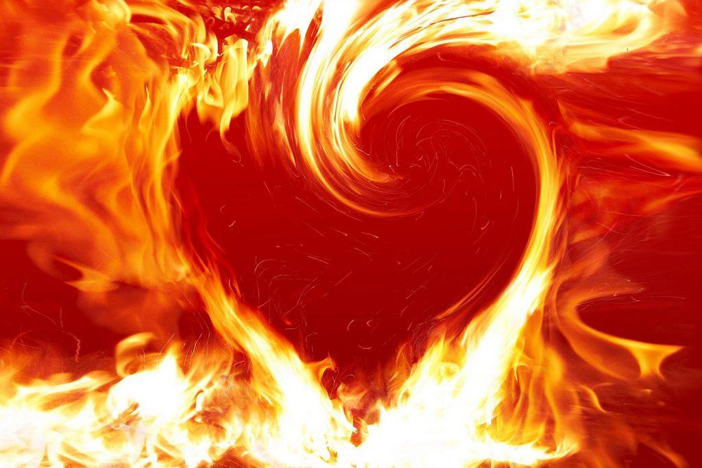 Ein Herz, geformt wie ein verzehrendes Feuer