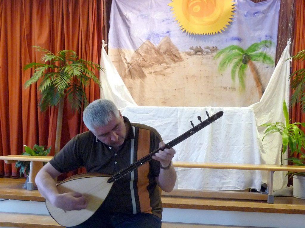 Alevitisches Gebet, gespielt von Kemal Deniz auf der Saz