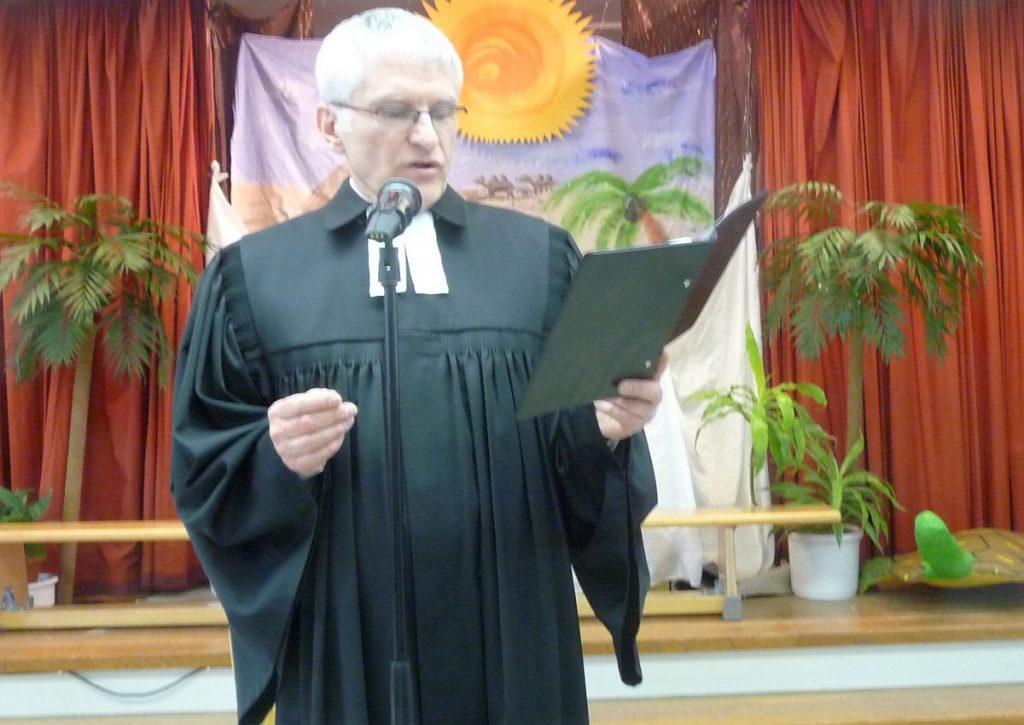 Pfarrer Schütz spricht den Psalm 71 aus der Bibel