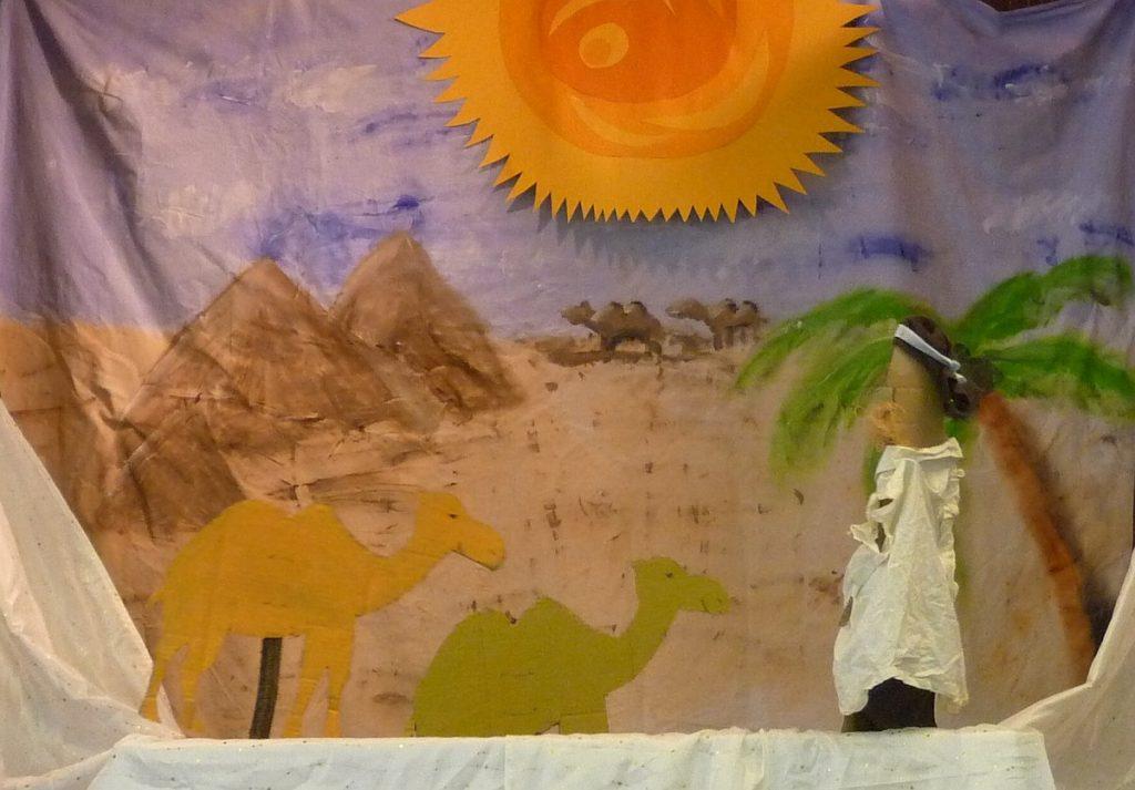 Ein Beduine und mehrere Kamele