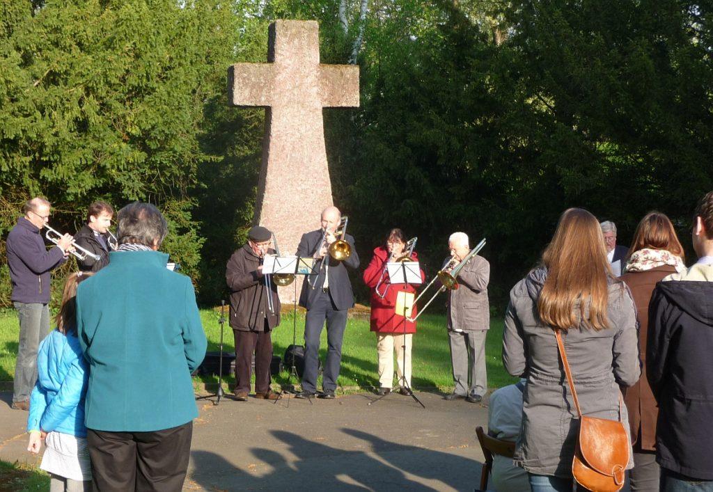 Zum ersten Mal wurde die Osterandacht am Steinkreuz ökumenisch gefeiert
