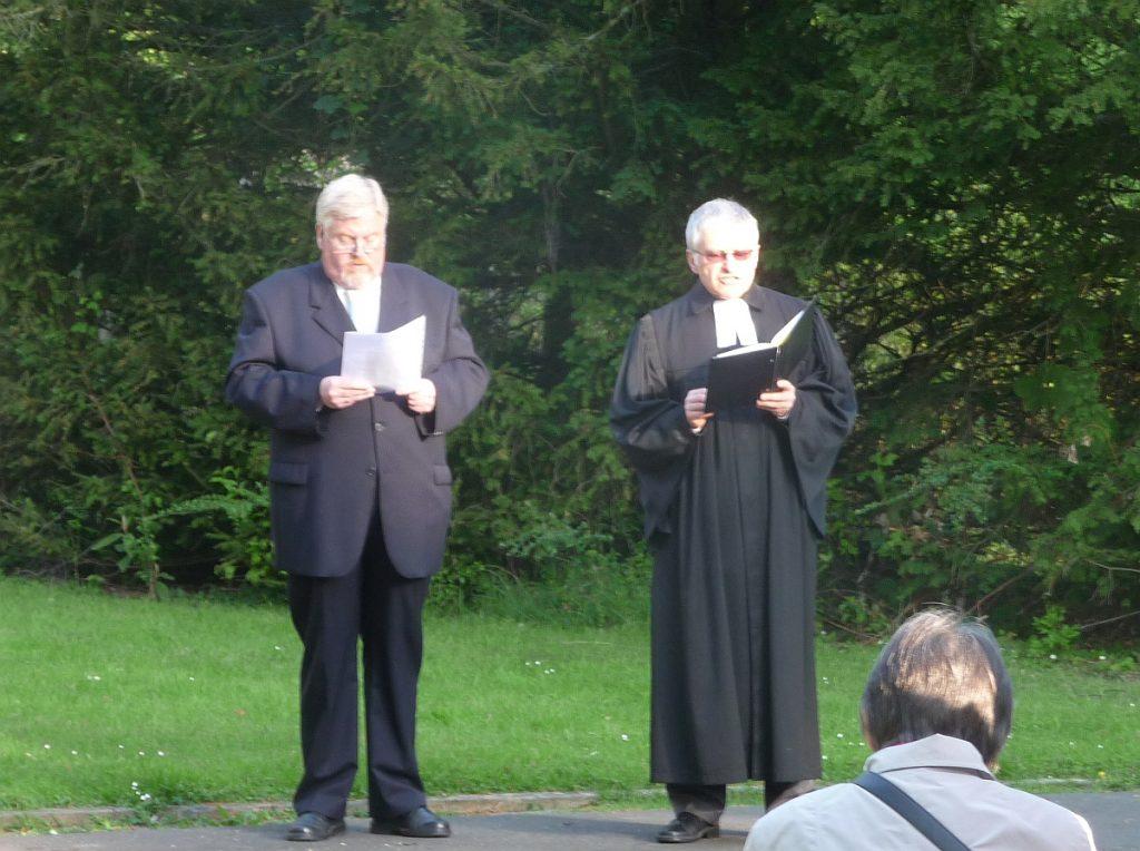 Andreas Pithan (Katholische Pfarrgemeinde St. Albertus) und Pfarrer Helmut Schütz (Evangelische Paulusgemeinde)