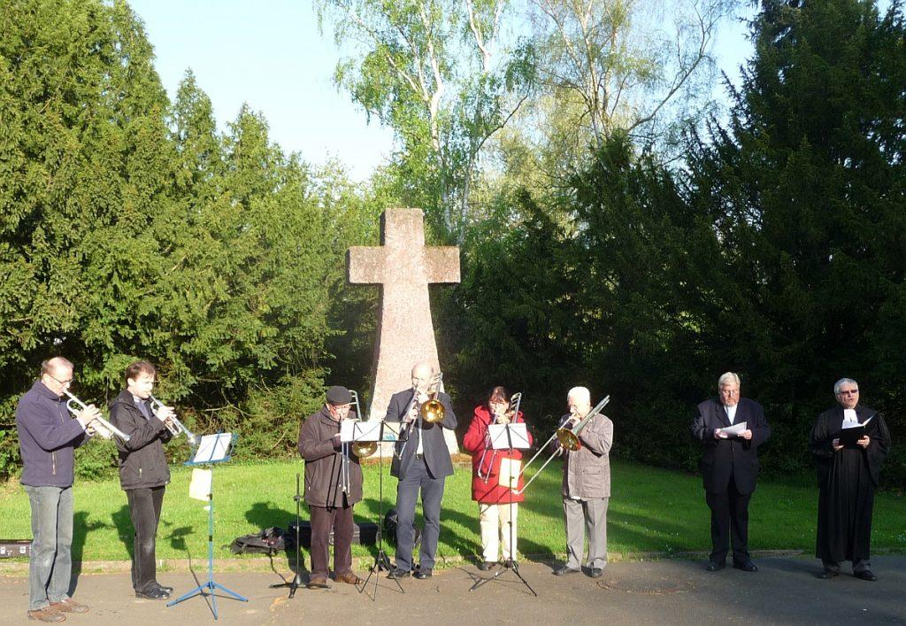 Die Osterandacht am Steinkreuz auf dem Neuen Friedhof Gießen - ab 2014 in ökumenischer Gemeinschaft