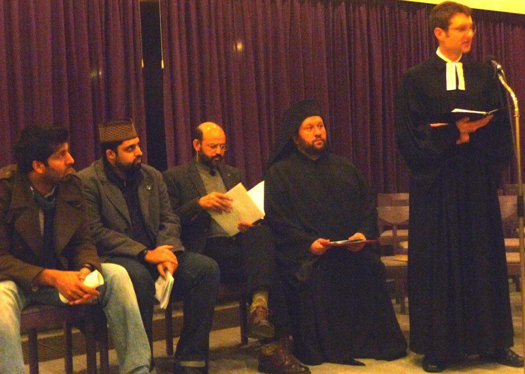 Pfarrer Gabriel Brand bedankt sich bei den Anwesenden für Ihre Teilnahme