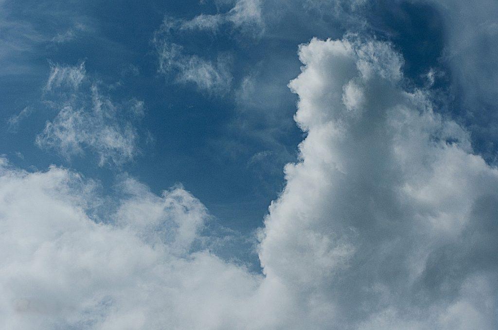 Gott ist gnädig denen, die ihn suchen: Wolkengebilde am Himmel