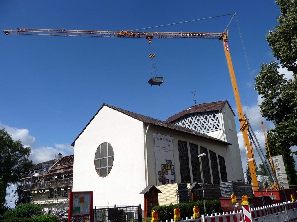 Dachsanierung der Evangelischen Pauluskirche Gießen - mit großem Baukran