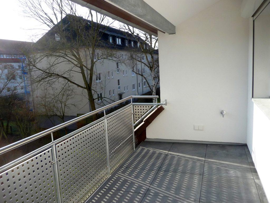Der Balkon der Pfarrwohnung bei der Abnahme durch den Bauausschuss im März 2016