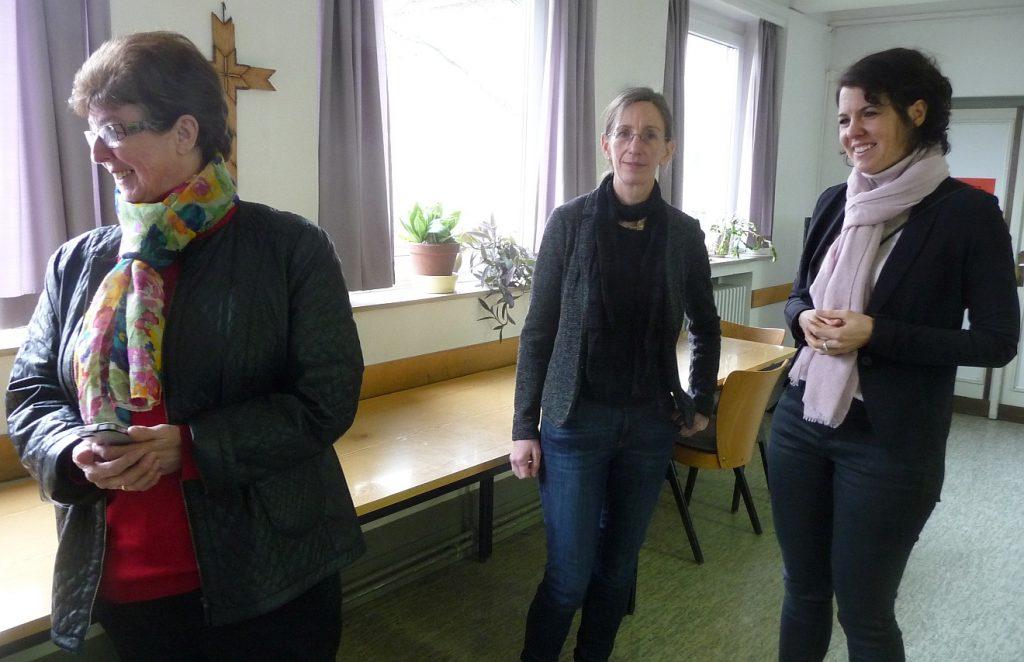 Von rechts nach links: Architektin Stefanie Muskau und Projektleiterin Silke Rothmann mit der Seniorchefin des Architekturbüros, Karla Seidel, beim Kirchencafé nach dem Gottesdienst