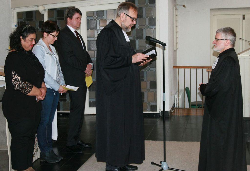 Entpflichtung von Pfarrer Helmut Schütz durch Propst Matthias Schmidt