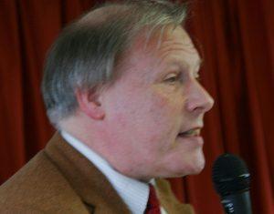 Pfarrer Bernd Apel spricht für die Christlich-Islamische Gesellschaft...