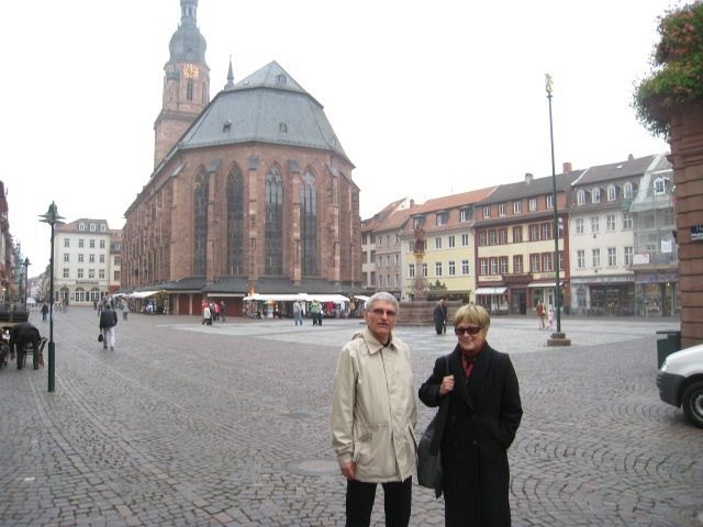 Helmut Schütz and Jane Schaberg in front of the Heiliggeistkirche in Heidelberg