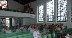 Die Zuhörerschaft im Vortrag von Prof. Martin Bergmann in der Pauluskirche