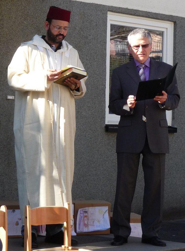 Nachbarschaft in der Bibel und im Koran: Abderrahim En-Nosse und Pfarrer Helmut Schütz bringen Beispiele
