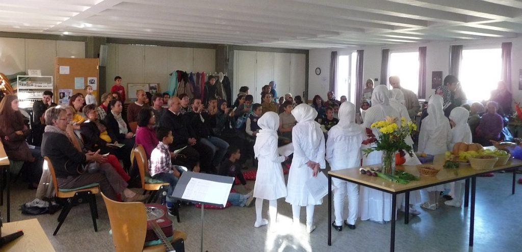 Der Kinderchor der Türkisch-Islamischen Gemeinde trug Lieder zur Interreligiösen Feier bei