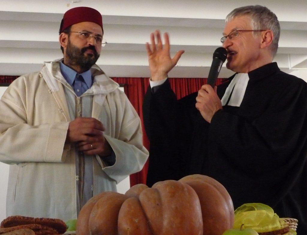 Pfarrer Helmut Schütz erzählt von der Erschaffung der Welt nach der Bibel