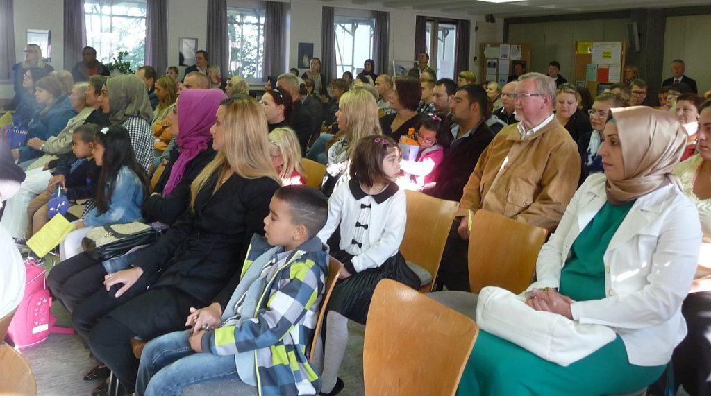 Gespannte Erwartung vor der ersten interreligiösen Segensfeier im Paulus-Saal