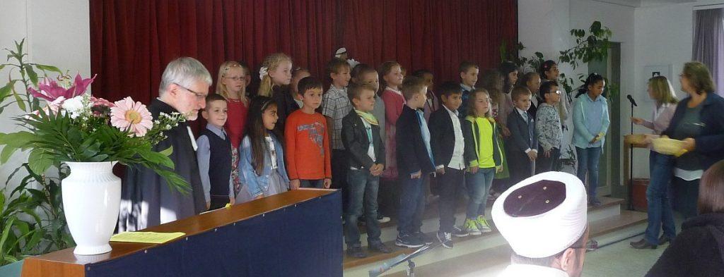 Alle Schulkinder in der 1. Klasse - gleich welcher Religion - gehören zusammen