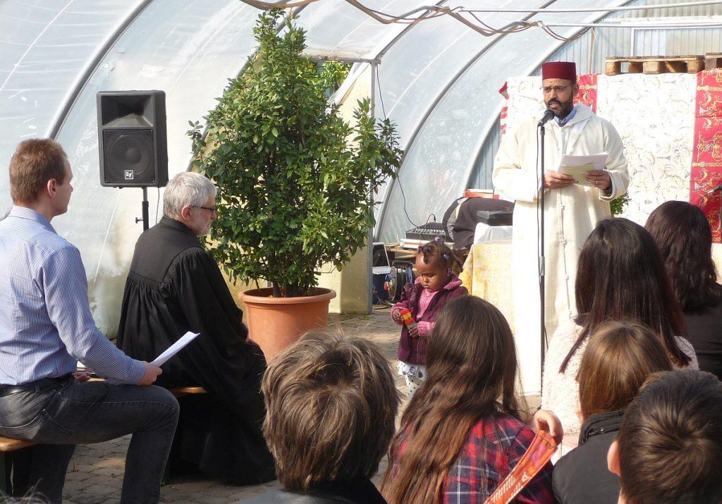Abderrahim En-Nosse hält eine islamische Ansprache über Gottes Erbarmen und das Teilen