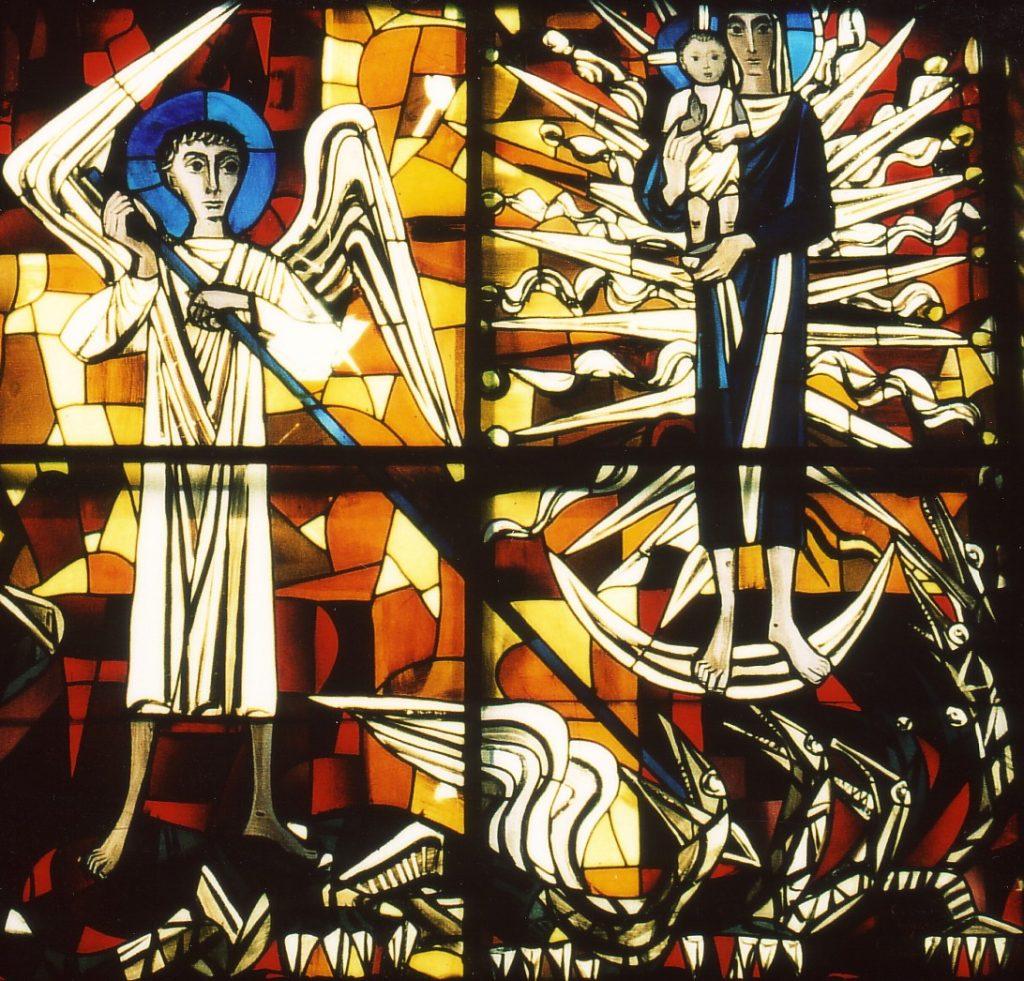Das Bild zeigt den Erzengel Michael mit Flügeln, der mit einer Lanze einen neunköpfigen Lindwurm, der ebenfalls Flügel hat, in Schach hält. Rechts im Hintergrund steht Maria mit dem Jesuskind auf dem Arm auf der Mondsichel, 12 Strahlen gehen von ihr aus. Den Hintergrund bildet ein leuchtend gelbes Kreuz, die vier Ecken sind im Hintergrund rot gefärbt.