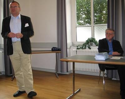 Klaus Weißgerber, Stadtkirchenpfarrer in Gießen, bei der Einführung zum Vortrag von Dr. Hans-Ulrich Hauschild