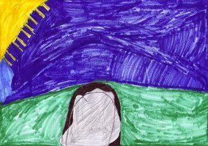 Tiefblauer Himmel, gelbe Sonne links oben angedeutet, unten der mit einem Felsen verschlossene Eingang einer Grabhöhle in einem grünen Hügel.