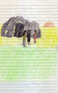 Drei Frauen stehen Hand in Hand vor einem dunklen Grabhügel mit offenem, schwarzen Eingang. Wo sie stehen, ist gelber Sand, im Vordergrund grüne Wiese und die Andeutung eines Flusses, im Hintergrund die aufgehende rote Sonne.