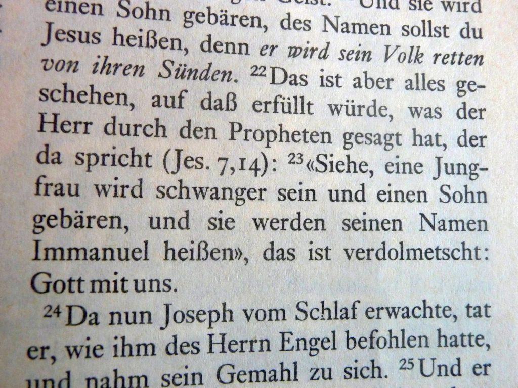 """Text aus Jesaja: """"Siehe, eine Jungfrau wird schwanger sein und seinen Sohn gebären, und sie werden seinen Namen Immanuel heißen"""""""