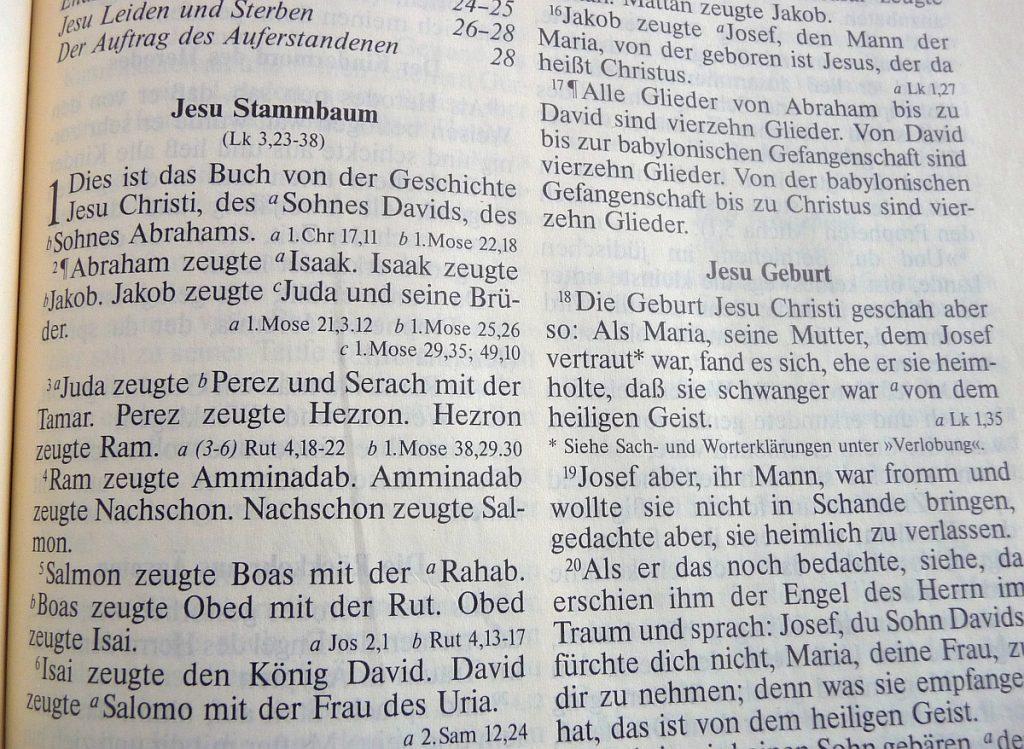 Die erste Seite des Neuen Testaments mit Jesu Stammbaum