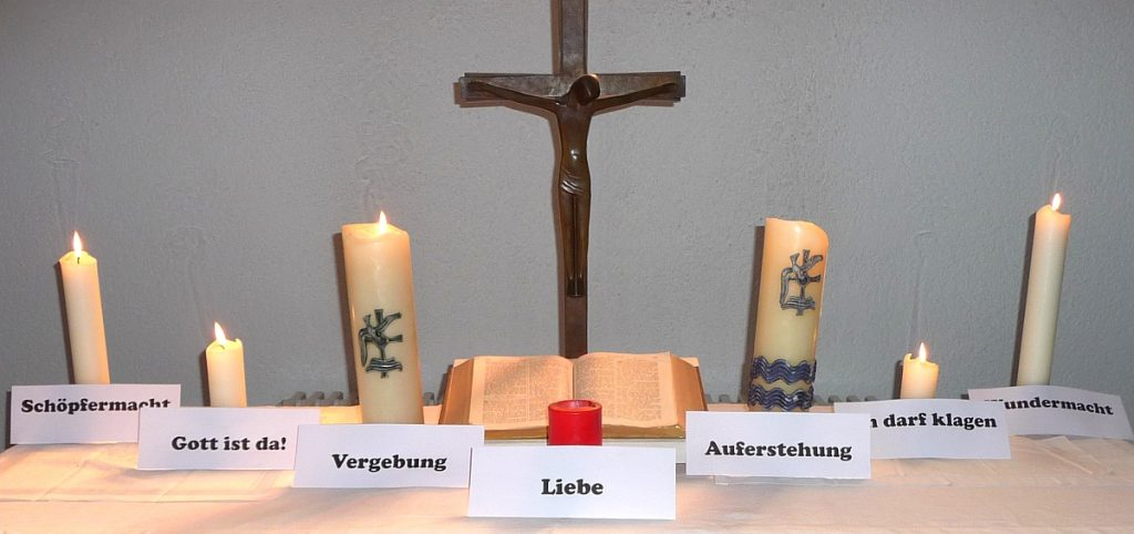 "7. Kerze neben dem Altarkreuz der Pauluskirche: ""Auferstehung"""