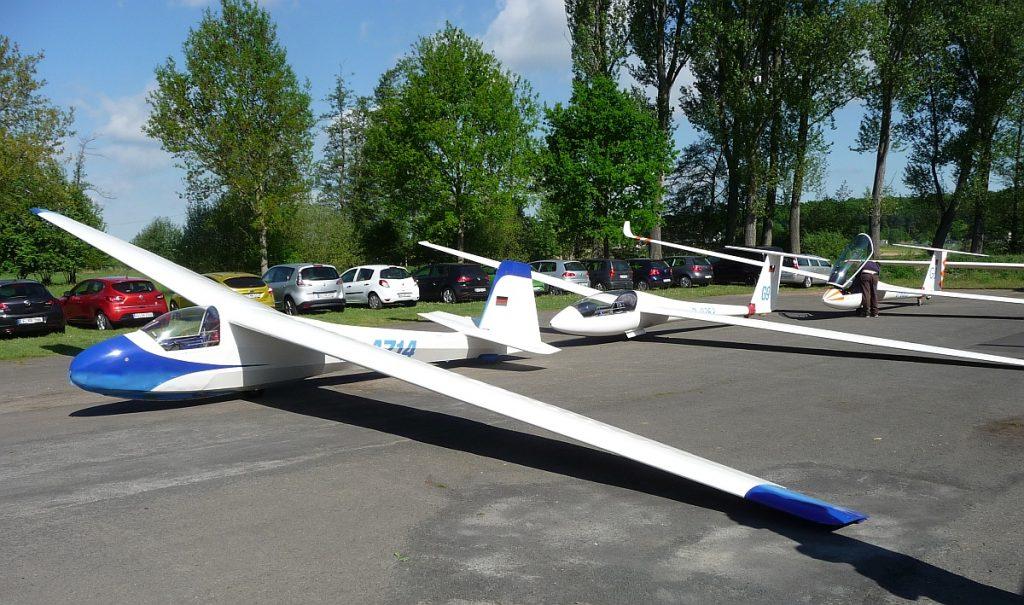 Seit 2006 wird der Himmelfahrtsgottesdienst der Gießener Nordgemeinden am Segelflugplatz in der Wieseckaue gefeiert
