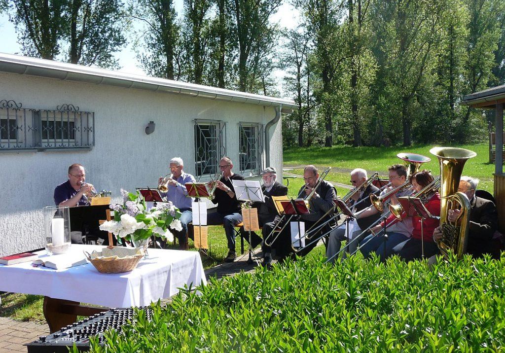 Der Posaunenchor der Michaelsgemeinde Wieseck begleitet den Gottesdienst musikalisch