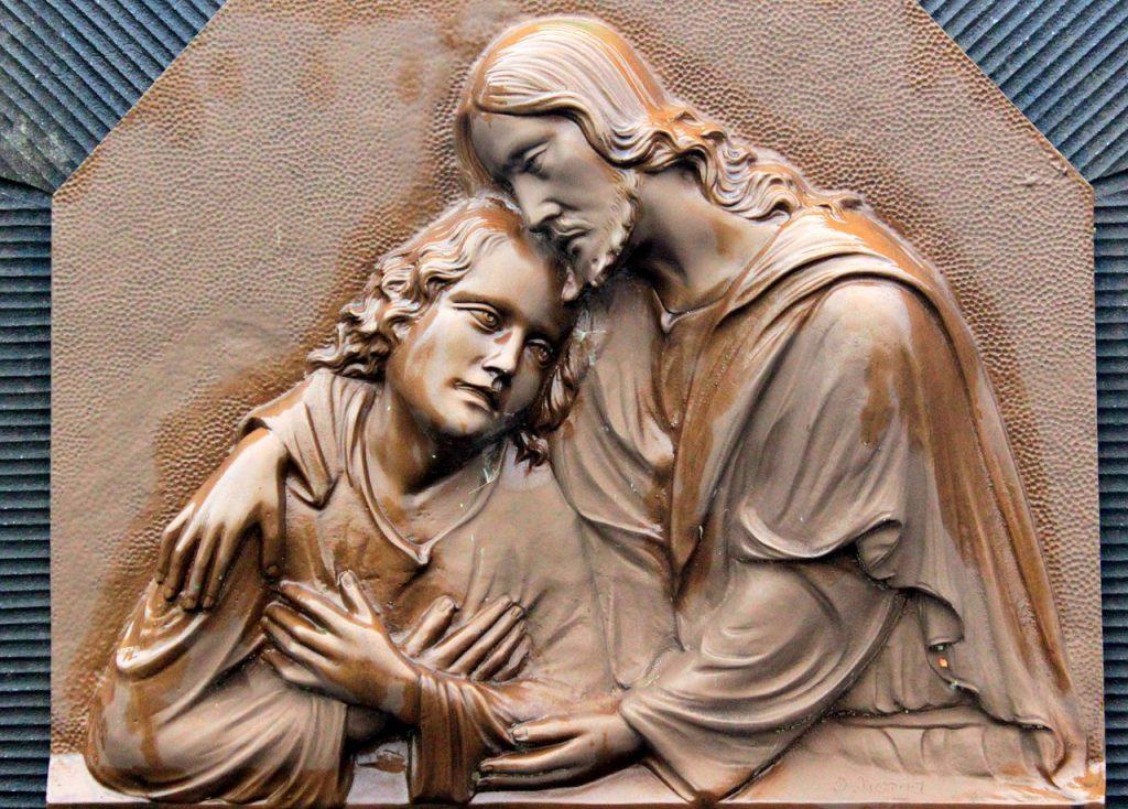 Jesus nimmt einen Jungen in den Arm