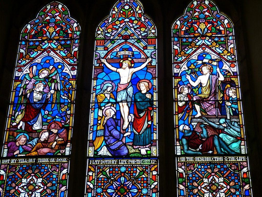 Kirchenfenster in drei Teilen: Gethsemane - Karfreitag - Ostern