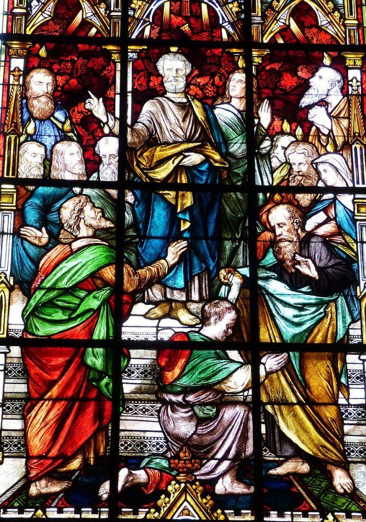 Kirchenfenster mit der Pfingstgeschichte