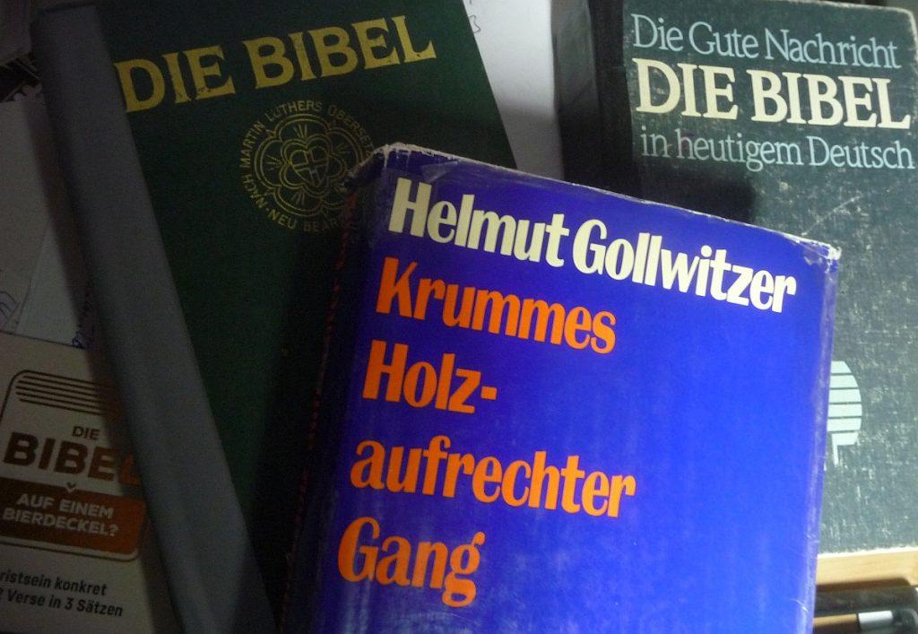 Buchcover Helmut Gollwitzer: Krummes Holz - aufrechter Gang vor zwei Bibeln