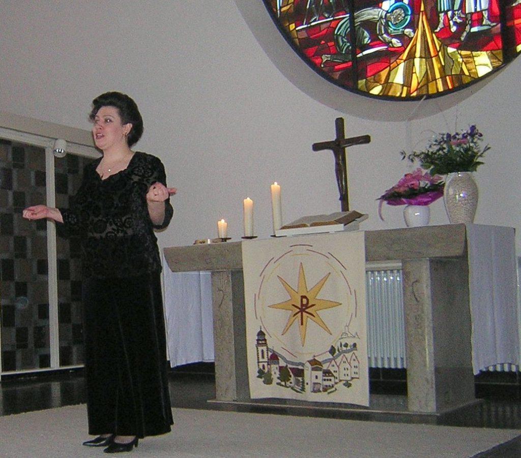 Die jüdische Sängerin Inta Serebro steuert Lieder zum Gottesdienst in der Pauluskirche bei