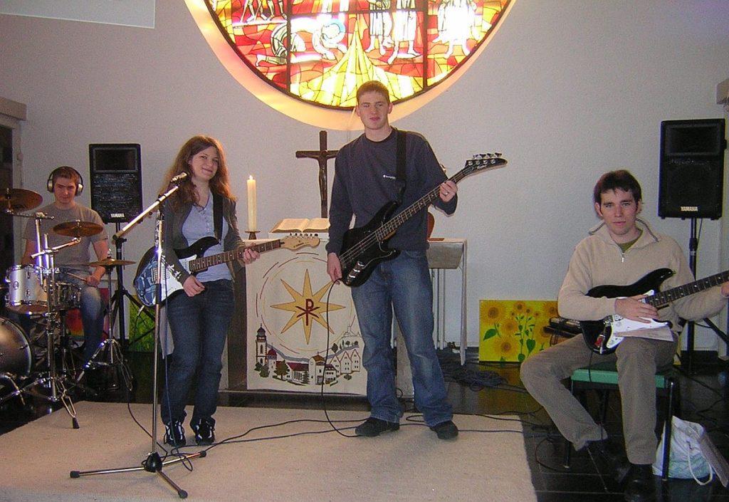 Die Jugendband MoDiMiDo mit Sängerin, Songschreiberin und Gitarristin Laura Klinkert