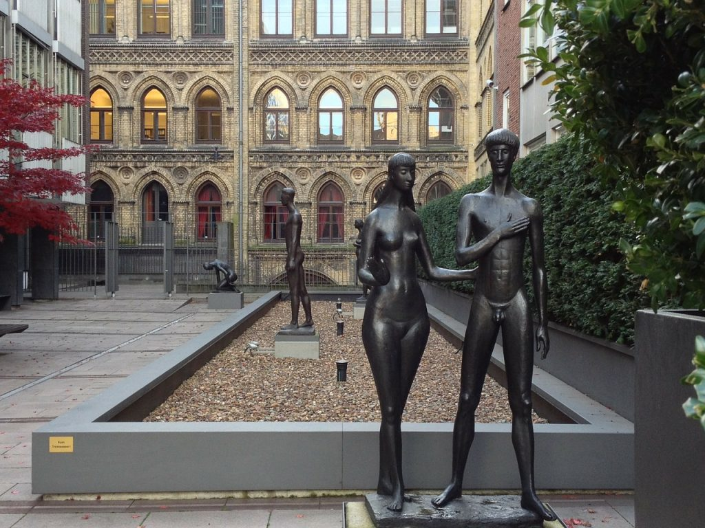 Skulptur von Adam und Eva in Bremen