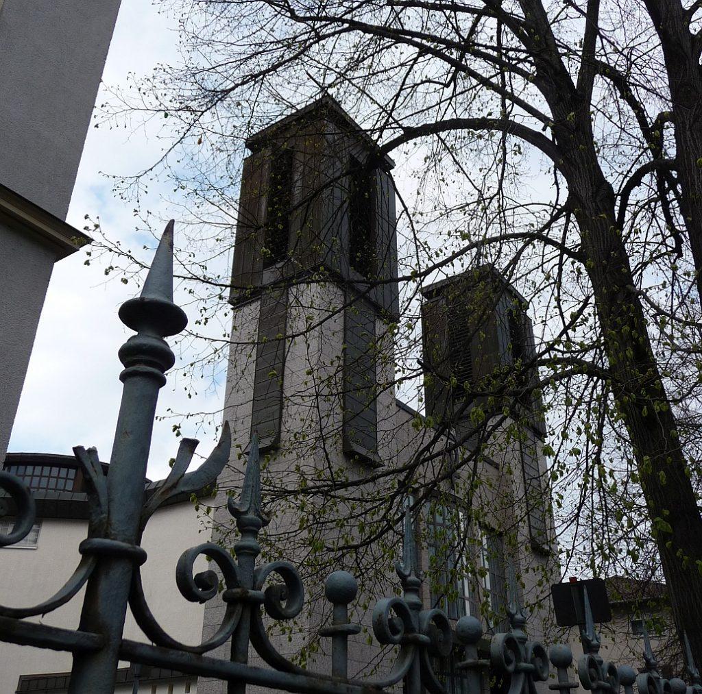 Die Katholische Kirche St. Albertus in Gießen an der Nordanlage