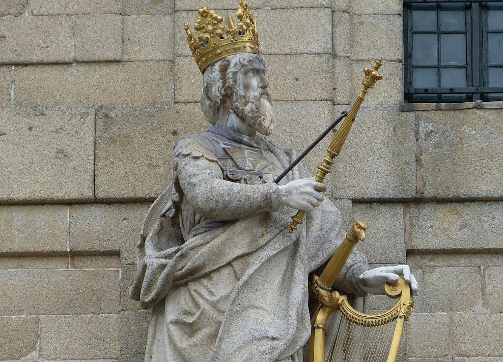 König David mit Krone und Harfe