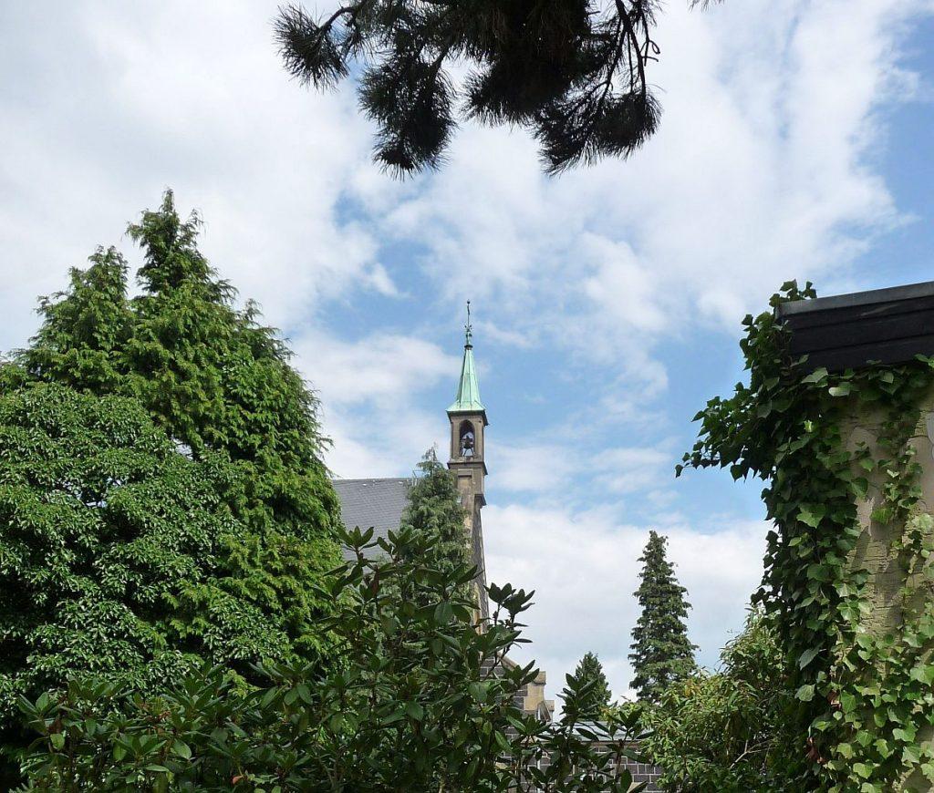 Glockenturm der Kapelle auf dem Neuen Friedhof Gießen