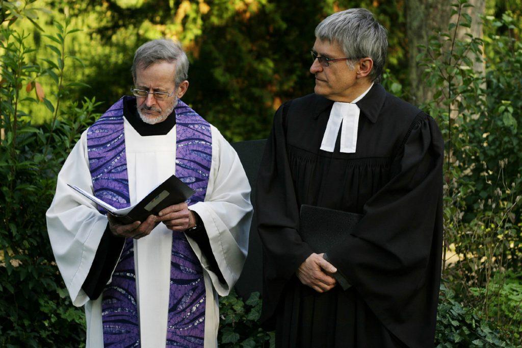 Dekan Januarius Mäurer und Pfarrer Helmut Schütz (Foto: Sonja Hähner)